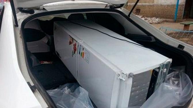 Транспортировка холодильника лежа на боку в легковом авто